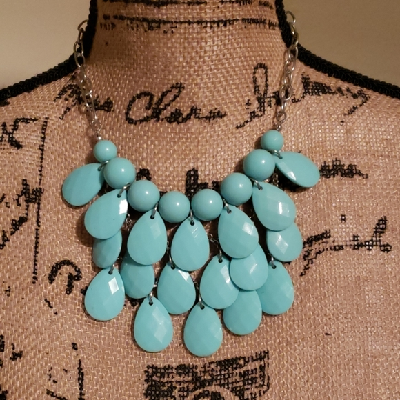 Jewelry - Cute blue necklace